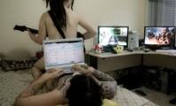 Romance: internauta tenta reconectar o Facebook enquanto faz amor com a namorada