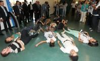 Manifestantes pró-aborto de felicianos dormem no chão da Câmara, em Brasília, cansados de esperar uma solução