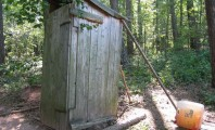 Sistema de saneamento básico no acampamento é melhor do que o oferecido pela Casan