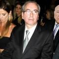 Eduardo Cunha entre a mulher, Claudia Cruz, e o adevogado Luiz Pareto